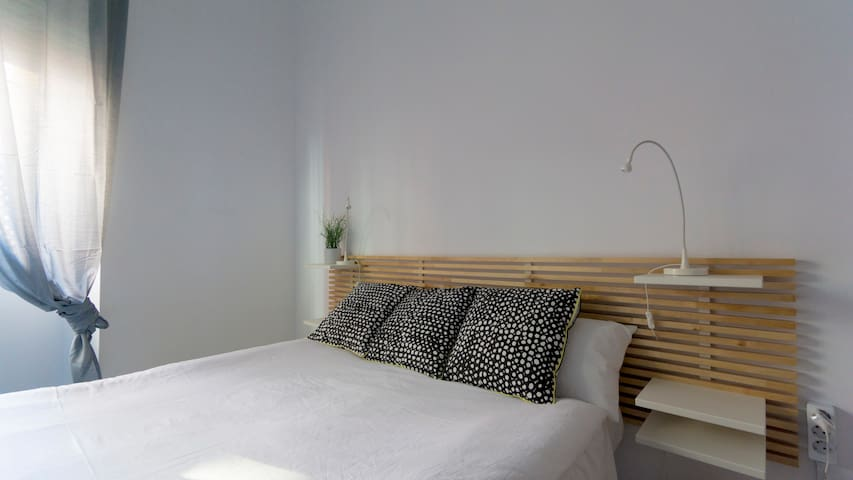 Quiet and nice bedroom in the town center