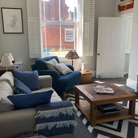 Newly renovated Harbour front apartment