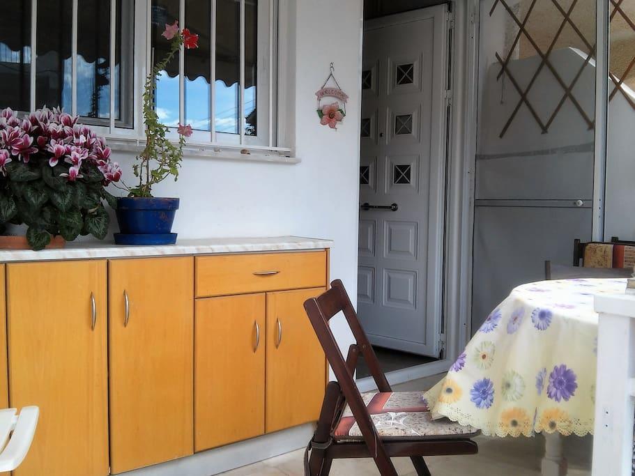 μπαλκόνι, είσοδος,παράθυρο κουζίνας