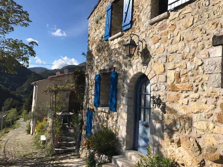 Merveilleuse maison médiévale à Sainte-Agnès