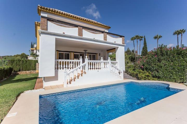 Stylish Villa 3BR 3BA Calahonda - WIFI/POOL/AC