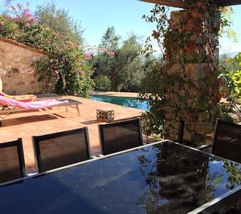 Provencal farmhouse with pool - Spéracèdes