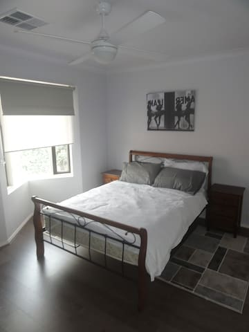 Stay in Adelaide's most exciting innercity suburb - Brompton - Casa adossada