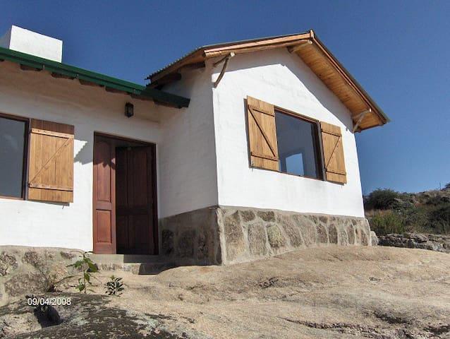 Casa en la montaña, a 3 km de Tanti - Tanti