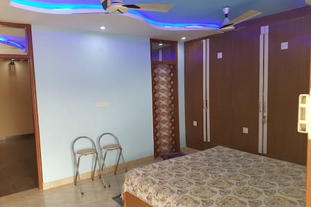 Spacious Cozy Apartment at an Ideal Location - 新德里
