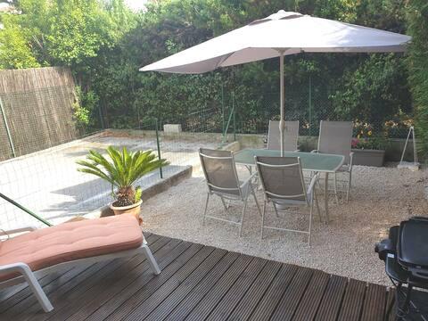 Studio avec jardin proche des plages d'Hyères