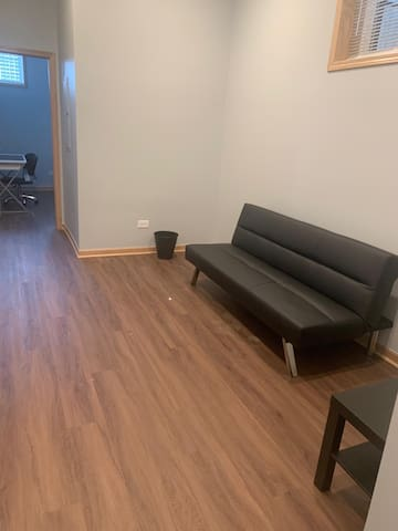 Opposite to UIC, Quick access to Downtown!
