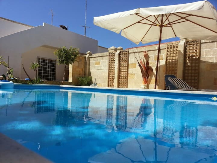 LECCE Casalabate  villa con piscina