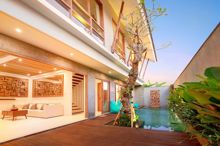 Villa Kinjeng Canggu 8min by Bike to Beach 10 ppl