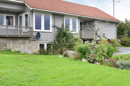 Former farm house with 4 bedrooms on 170m² in Vanse