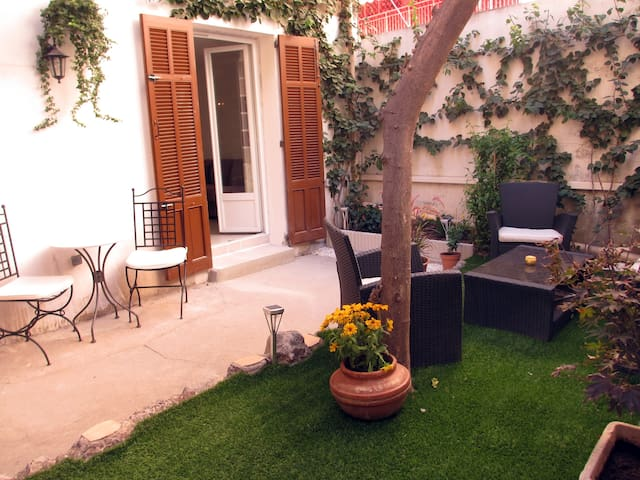 studio 30m² with private garden 5mn from the sea - Antibes - Apartamento