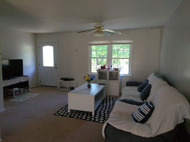 Quantico/Stafford-Cozy and Quiet Place (1 Room_AA)