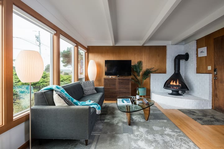 Zen and Malm gas fireplace, cable equipped TV