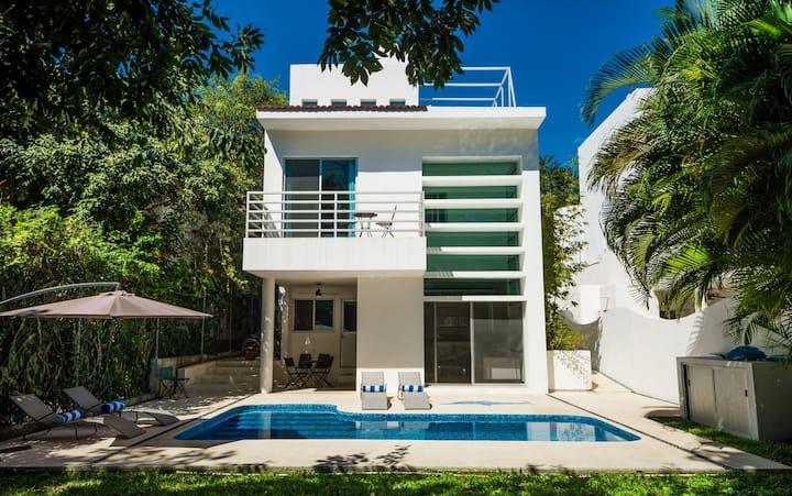 Charming modern private villa close to the beach!