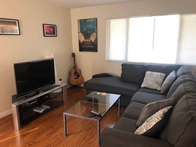Private room in 3 br house in Encinitas!