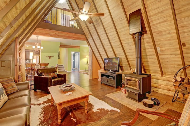 FREE SkyCard Activities - Classic A-Frame Cabin, Forest Views, Secluded Getaway - Spruce Creek Lodge