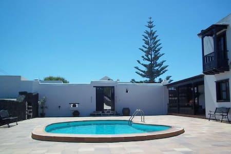 Villa IZLITI in El Islote for 6 per - El Islote
