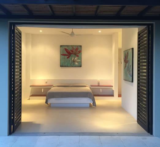Habitación 4. Cama queen con baño privado