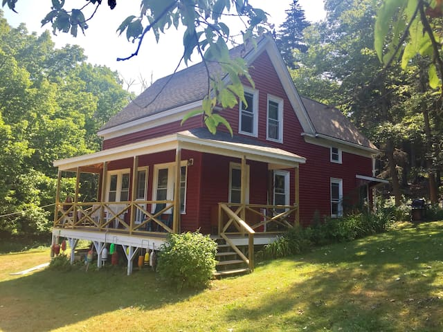 Maine island vacation cottage