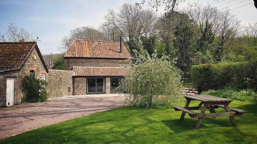 Cosy self-catering cottage in heart of Chew Valley