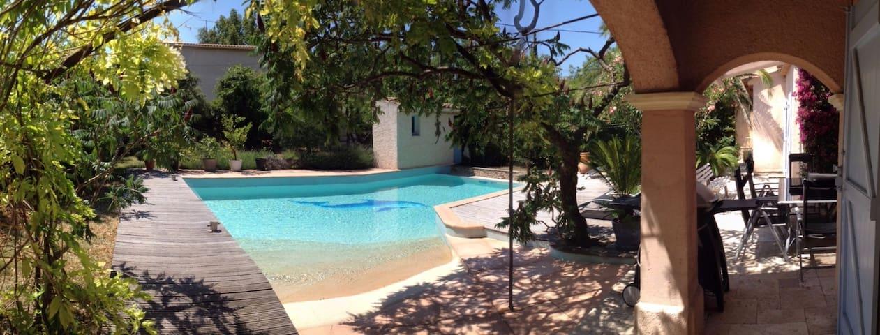 Villa calme avec piscine