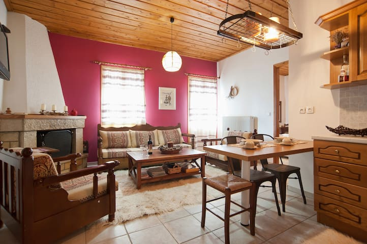 Archonticon, Traditional Guesthouse in Arachova