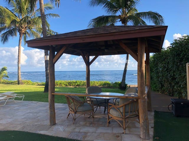 Gazebo on the way to the ocean, the pool or the Tiki Bar