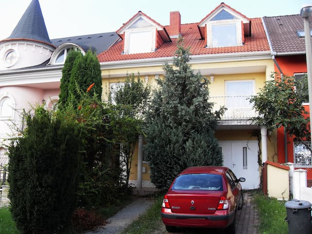 Private house part in garden environment - Pécs - House