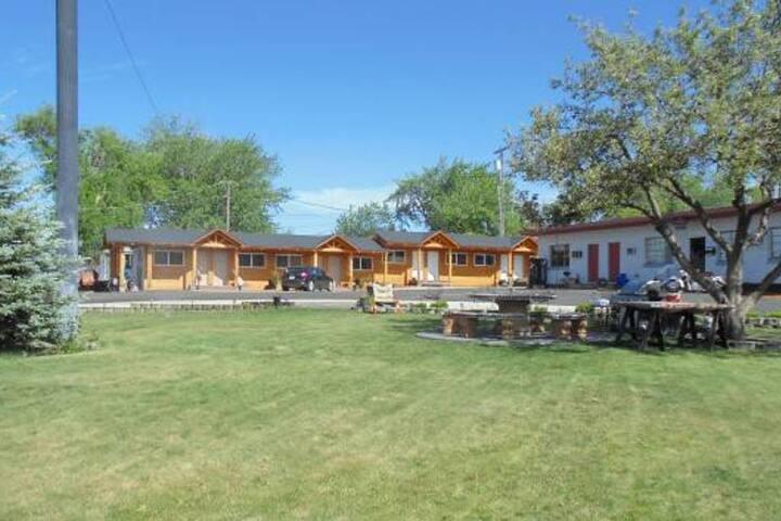 #103 Elkhorn Lodge 2 Queen Room