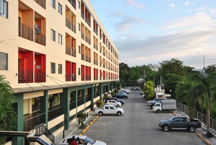 River views condo/apartment, for 4 persons - Iloilo City