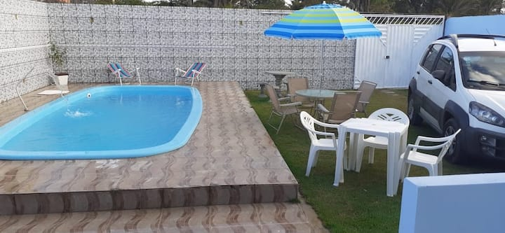Casa de praia com piscina e wifi ilimitado.