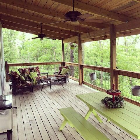 Tin Roof Sundae Cabin - A Missouri Sweet Spot