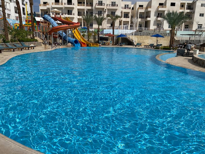 3 bedrooms apartment in new compound, Naama bay.