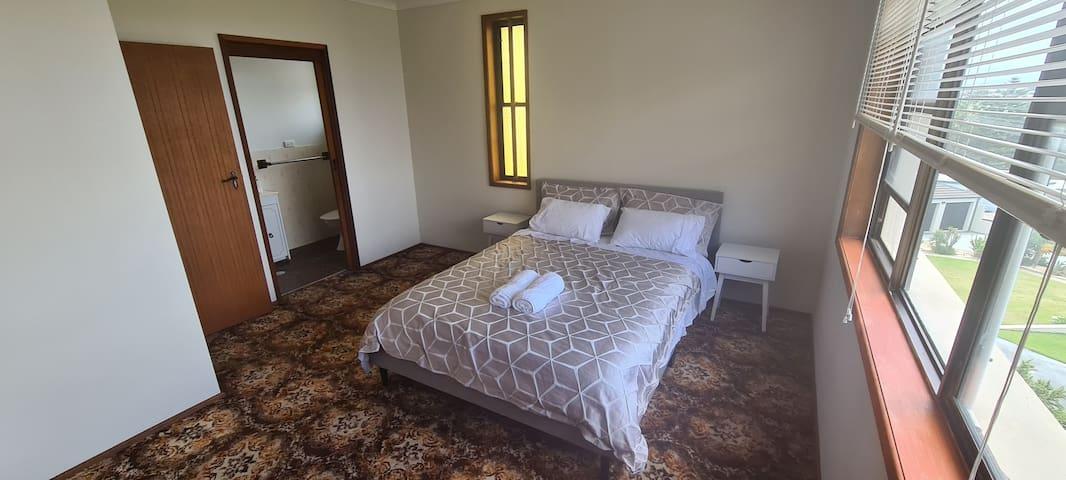 Main bedroom queen bed