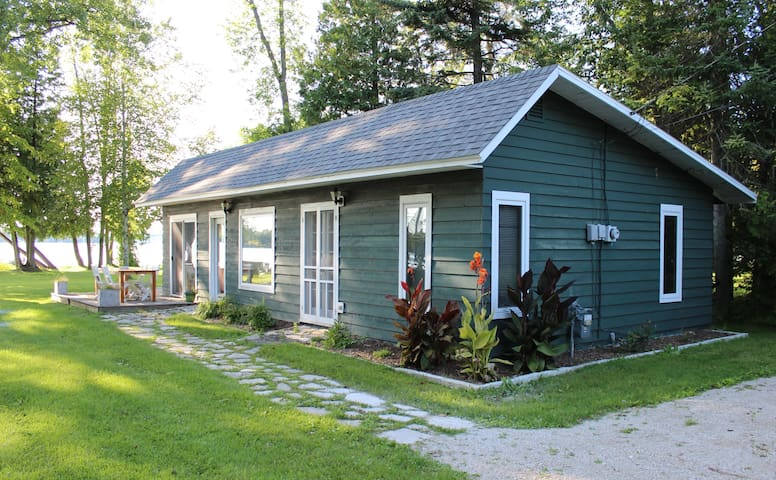 Sturgeon Bay Waterfront Cottage
