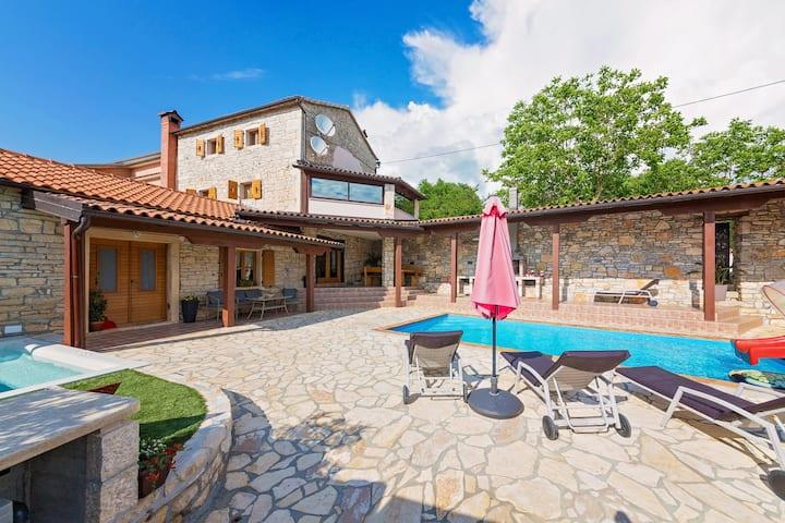 Amusing Villa Antoli with pool and huge whirlpool