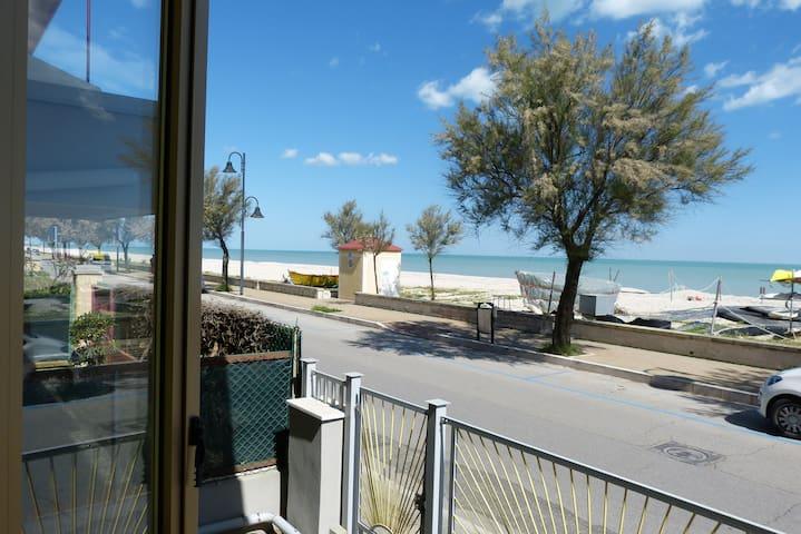 Spazioso Appartamento Fronte Mare - Marzocca - Wohnung