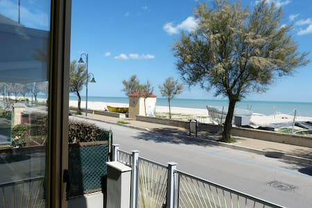 Spazioso Appartamento Fronte Mare - Marzocca - Apartment