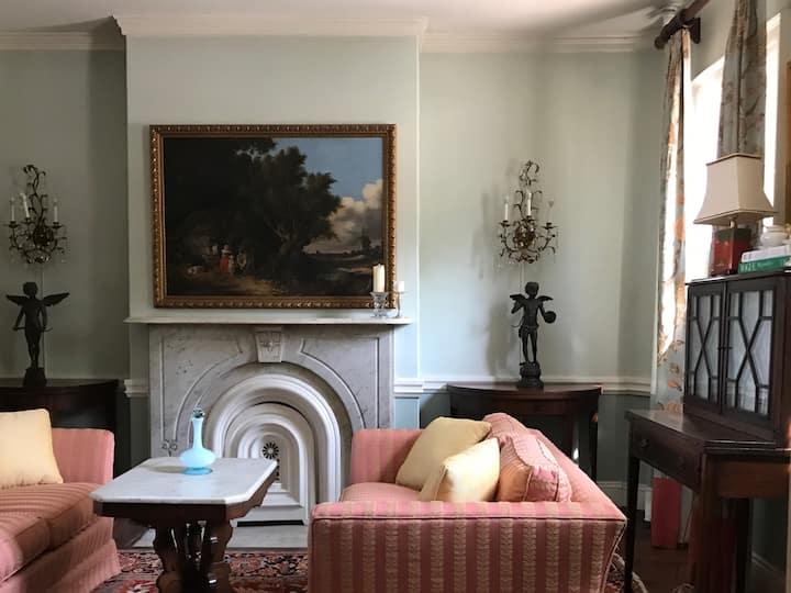 Landmark Historic 1804 Home - Providence's Finest