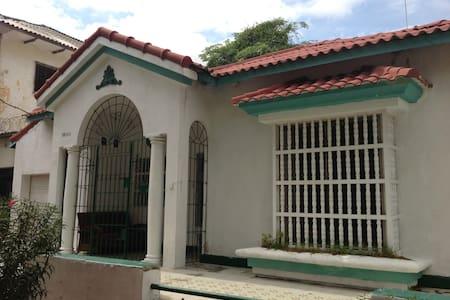 Classical House in El Prado(walking dist Carnival) - Barranquilla (Distrito Especial, Industrial Y Portuario)