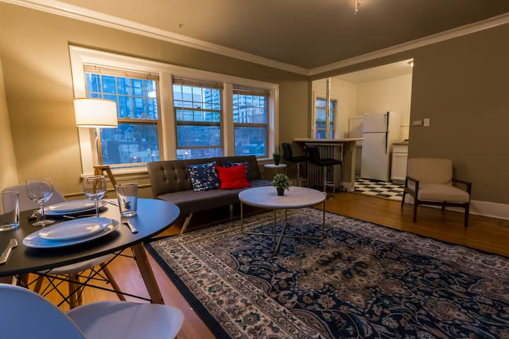 Quirky Downtown Condo, Airbnb Fees Paid For!