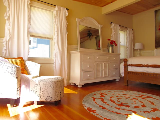 Bright and airy master bedroom with queen sized bed.