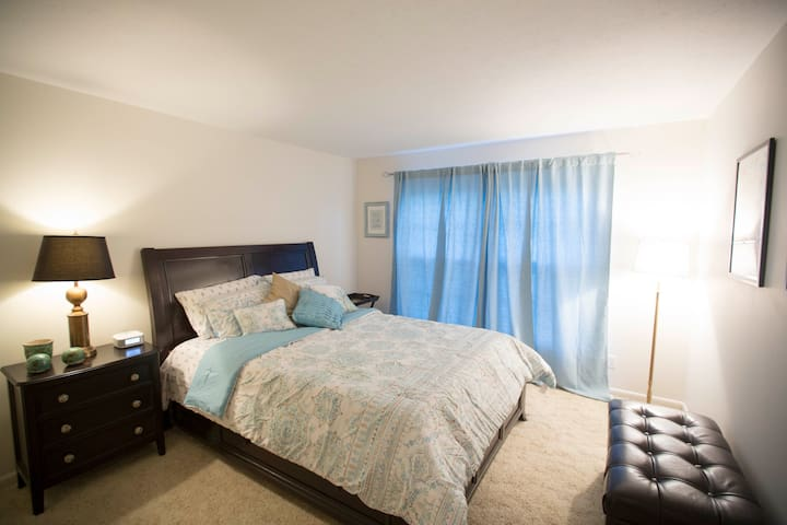 QUEEN BED WITH LARGE CLOSET