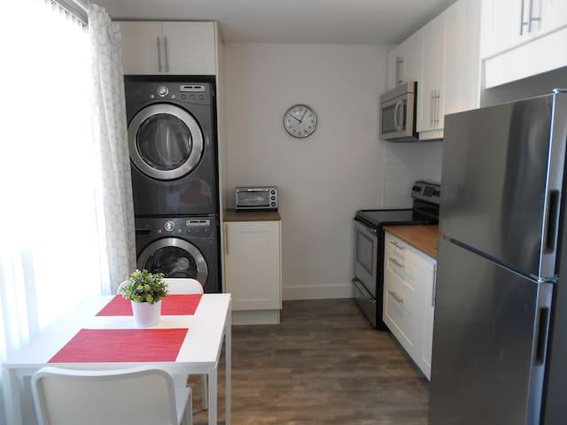 Beau logement 4 1/2 rénové à louer - Lévis - Lägenhet