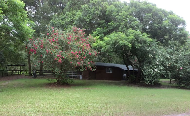 Romantic Getaway! Old Horse Farm!Close yet private