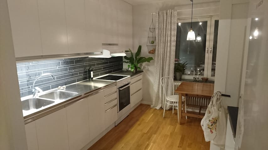 Bright apartment 18 min from Stockholm city. - Stockholm - Byt