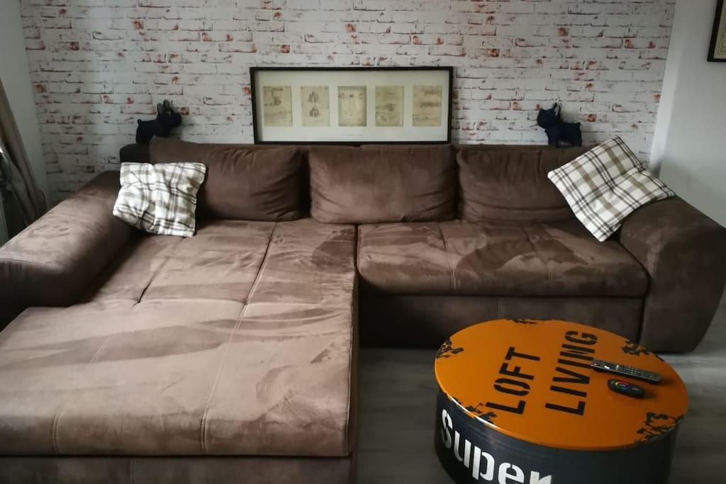 Gästezimmer, Sofa mit ausziehbarer Schlaffunktion  guest room sofa with pull-out sleeping function
