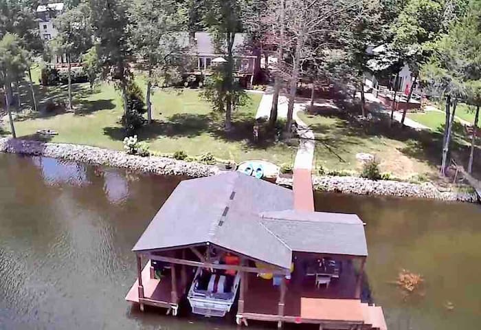 Waterfront!  Guntersville with dock & boat house!