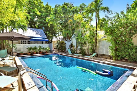 OSPREY - Cozy Private Cottage in Gated Compound, Large Shared Pool + Patio