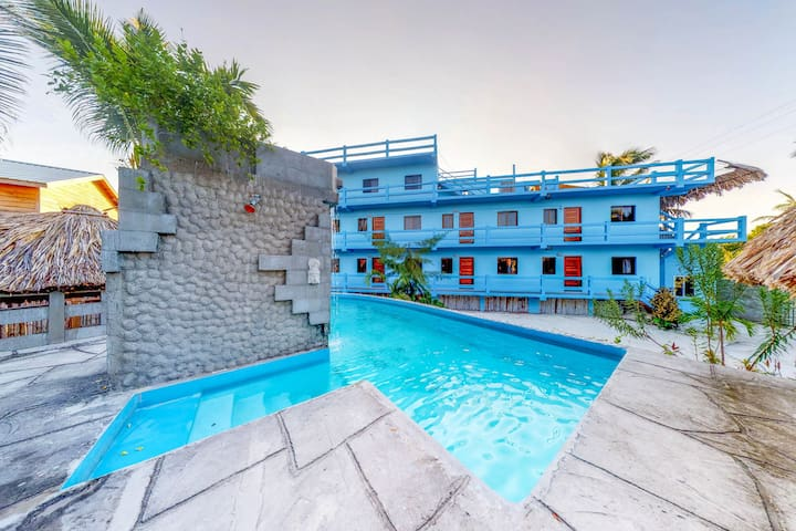 Family friendly multi suite property w private pool sea for Multi family beach house rentals